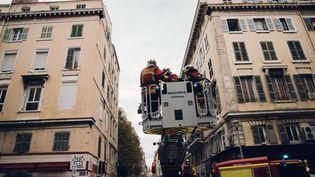 L'immeuble du Pytheas, dans le quartier de l'Opéra, à Marseille, est évacué le 7 novembre 2018 après une mise en péril imminent. (THEO GIACOMETTI / HANS LUCAS / AFP)