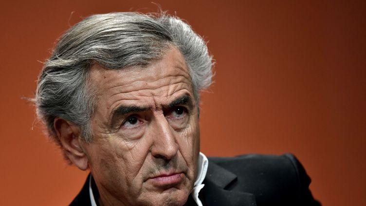 Bernard-Henri Lévy participe à un forum sur l'abstention, à Paris le 5 mai 2017. (PHILIPPE LOPEZ / AFP)