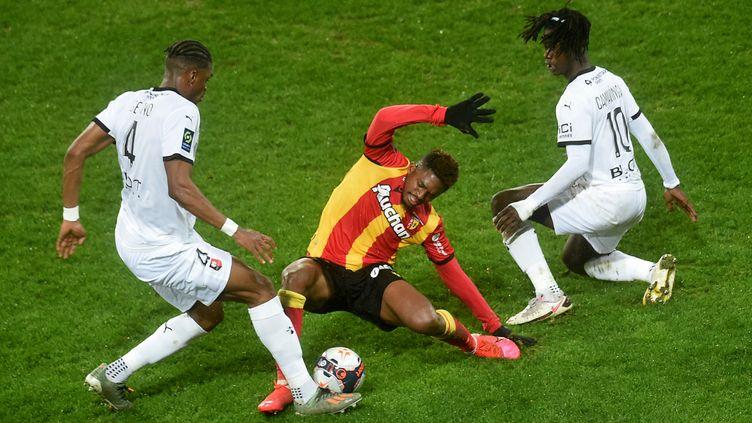 Les joueurs de Lens et de Rennes ont lutté (FRANCOIS LO PRESTI / AFP)