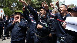 La manifestation des pompiers algériens, le 2 mai 2021 à Alger a été violemment bloquée par la police. Les agents de la Protection civile réclament de meilleurs salaires. (BILLAL BENSALEM / NURPHOTO)