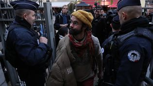 L'agriculteur Cédric Herrou quitte le tribunal de Nice, le 4 janvier 2017, lors de son procès.   (AFP)