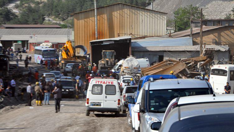 Extérieur de la mine dans ladans la province de Manisa en Turquie, le 13 mai 2014 (SONER OVUMLU / ANADOLU AGENCY / AFP)