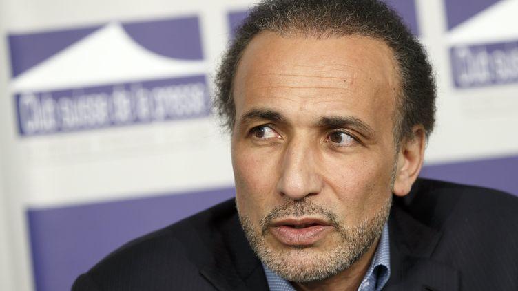 L'islamologue Tariq Ramadan lors d'un discours à Genève sur la religion et les extrêmismes le 23 mars 2016. (SALVATORE DI NOLFI / KEYSTONE)