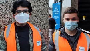 De gauche à droite, Shavaiz et Curtis, deux jeunes Anglais bénévoles dans un centre de vaccination contre le Covid-19 à Londres, fin janvier 2021. (RICHARD PLACE / RADIO FRANCE)