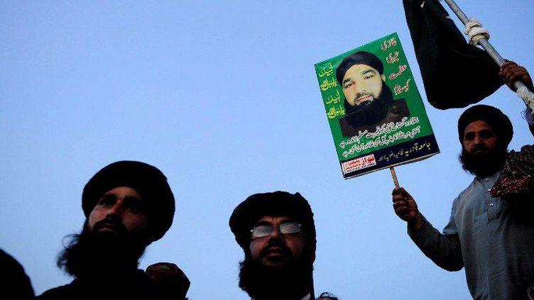 L'exécution de Mumtaz Qadri, le 29 février 2016, pour avoir tué le gouverneur du Penjab, Salman Taseer, favorable à une révision de la loi anti-blasphème occasionne des rassemblements d'islamistes, comme ici à Islamabad, le 30 mars 2016. (Metin Aktas / Anadolu Agency / AFP)