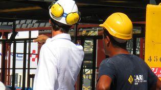 Des ouvriers sur un chantier à Nice en 2017. Image d'illustration. (MAXPPP)
