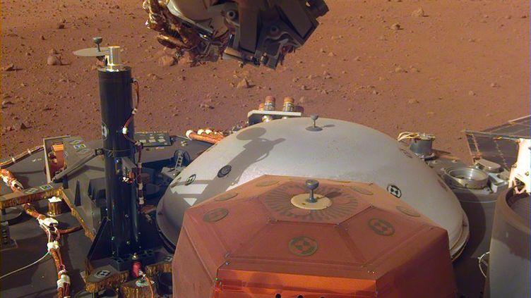 La sonde Insight sur Mars, le 7 décembre 2018. (HO / NASA/JPL-CALTECH / AFP)