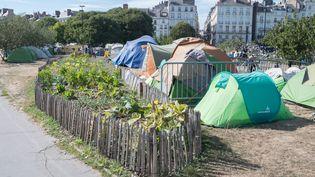 Des tentes occupées par des réfugiés, dans le square Daviais, à Nantes (Loire-Atlantique), le 12 septembre 2018. (ESTELLE RUIZ / NURPHOTO)