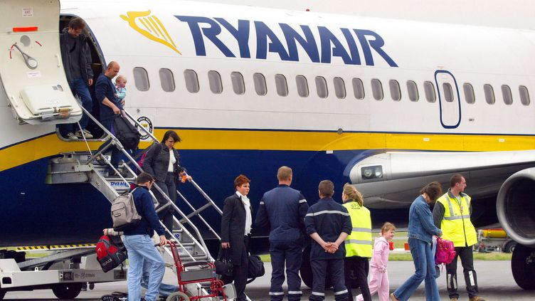 Un avion de la compagnie Ryanair, le 14 avril 2013, à l'aéroport de Beauvais. (Photo d'illustration) (PHILIPPE HUGUEN / AFP)