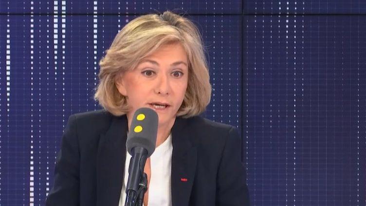 """Valérie Pécresse, présidente de la région Île-de-France, était l'invitée du """"8h30 franceinfo"""", mardi 19 novembre. (FRANCEINFO / RADIOFRANCE)"""