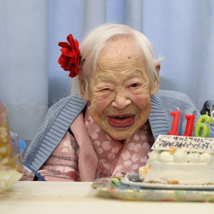 La Japonaise Misao Okawa, doyenne de l'humanité, fête ses 116 ans, le 5 mars 2014, à Osaka (Japon). (YOSHIKO MORIYA / AFP)