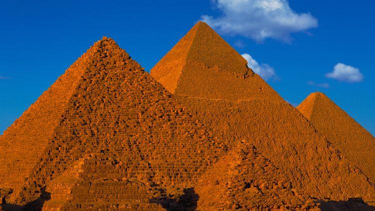Le plateau de Guizeh, où se situe la pyramide de Khéops, dans la banlieue du Caire (Egypte), en avril 2014. (HEATON  / ONLY WORLD / AFP)