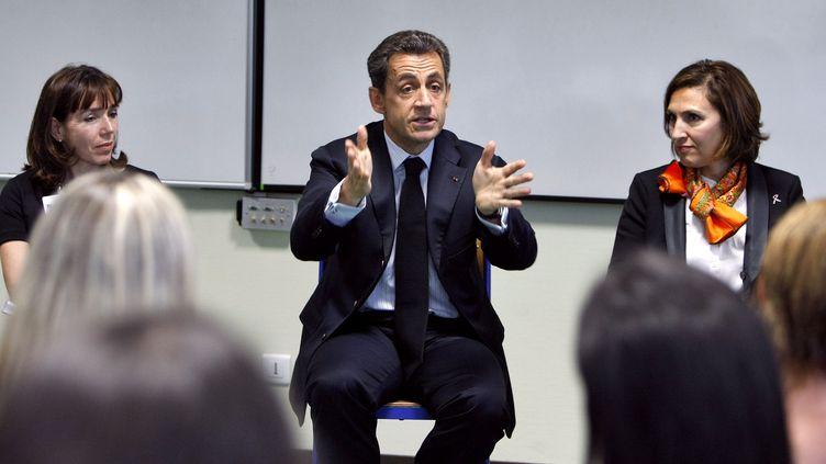 Nicolas Sarkozy, en déplacement à Carcassonne (Aude), s'adresse à des étudiants infirmiers le 25 octobre 2011. (RÉMY DE LA MAUVINIÈRE / AFP)