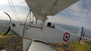 Vol en biplan au-dessus de l'Orne, en Normandie. (OFFICE DU TOURISME DE L'ORNE)