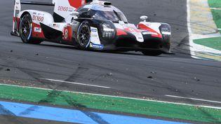 La Toyota TS050 Hybrid LMP1 de Fernando Alonso lors des 24 Heures du Mans, le 16 juin 2019 au Mans (Sarthe). (FRED TANNEAU / AFP)
