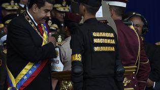 Le président vénézuelien Nicolas Maduro assiste à une cérémonie pour célébrer les 81 ans de la garde nationale à Caracas (Vénézuela) le 4 août 2018. (STRINGER / ANADOLU AGENCY/AFP)