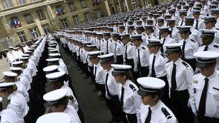 De nouveaux officiers au quartier général de la police, le 2 septembre 2015 à Paris. (MIGUEL MEDINA / AFP)