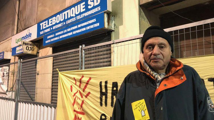 Laïd, 62 ans, est le doyen des sinistrés de l'assaut du Raid donné le 18 novembre 2018 sur un appartememnt du 48 rue de la République, à Saint-Denis. Il est désormais sans abri. (SEBASTIEN SABIRON / RADIO FRANCE)