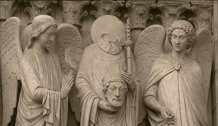 Gargouille de Notre-Dame représentant un saint assassiné au Moyen-âge Etape de la visite du Paris du crime  (France 3)
