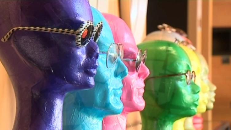 Des lunettes de toutes les couleurs et de toutes les formes au Musée de la lunette de Morez.  (France 3 / Culturebox)
