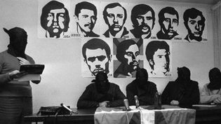 Des membres de l'organisation basque ETAprésentent le récit de l'attentat contre l'amiral espagnol Luis Carrero Blanco, endécembre 1973 à Madrid. (AFP)