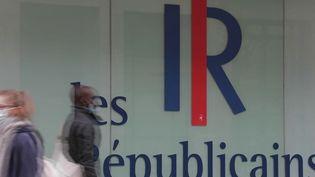 Le candidat du parti Les Républicains sera choisi lors d'un congrès, le 4 décembre. Ils seront 95 000 à voter. De nouvelles recrues sont enrôlées par les candidats en campagne. (CAPTURE ECRAN FRANCE 2)