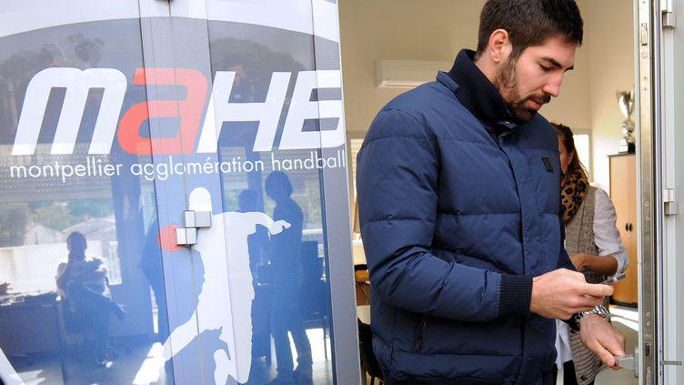 Le joueur de hand de Montpellier Nikola Karabatic à sa sortie du siège du club, le 30 octobre 2012. (SYLVAIN THOMAS / AFP)