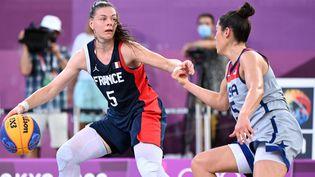 Marie-Eve Paget lors du match entre la France et les Etats-Unis, en demi-finale du tournoi olympique de basket 3x3, mercredi 28 juillet 2021. (MILLEREAU PHILIPPE / KMSP)