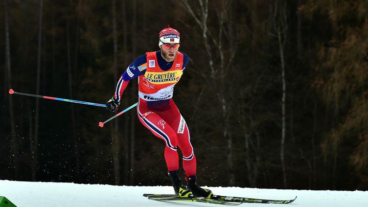 Martin Sundby a encore surclassé ses rivaux à Val di Fiemme (GIUSEPPE CACACE / AFP)