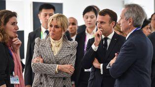Emmanuel et Brigitte Macron, lors de l'inauguration du Centre Pompidou West Bund Museum, à Shanghai, le 5 novembre 2019. (HECTOR RETAMAL / POOL)