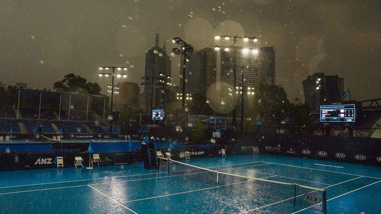 La pluie s'abat sur Melbourne, en Australie,dans la nuit du15 au 16 janvier 2020. (SCOTT BARBOUR / AFP)