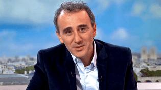 """Elie Semoun invité sur le plateau de France 2 pour présenter son nouveau spectacle """"A Partager""""  (France 2 / Culturebox)"""