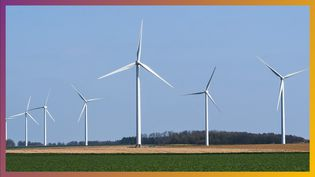 Un parc éolien situé prèsd'Abbeville à Épagne-Épagnette,dans les Hauts-de-France, le 4 avril 2021. (AMAURY CORNU / HANS LUCAS / AFP)