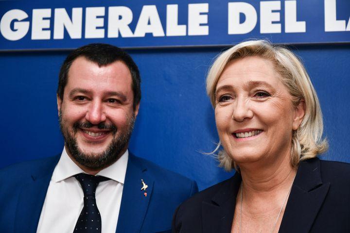 Marine Le Pen et Matteo Salvini (à gauche), à Rome, le 8 octobre 2018. (ALBERTO PIZZOLI / AFP)