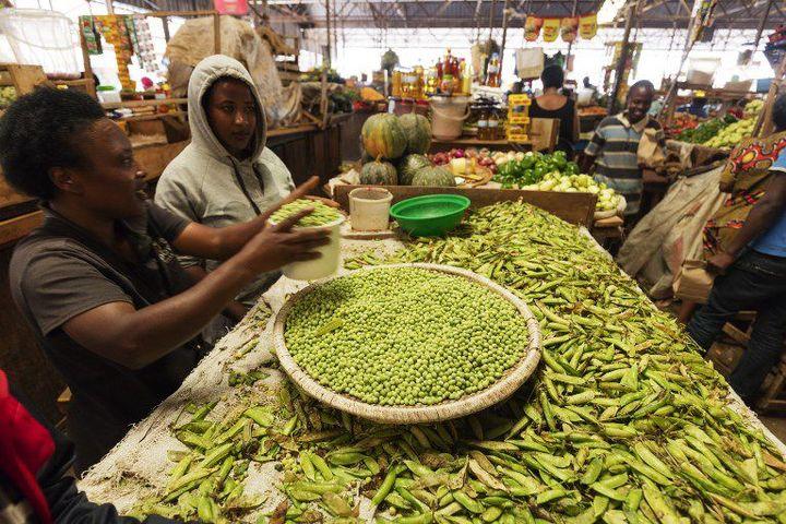 Pois frais sur le marché de Kigali (Rwanda) (CHRISTIAN KOBER / ROBERT HARDING HERITAGE / ROBERTHARDING)