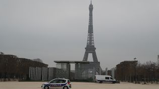 Le Champs de Mars à Paris, le 20 mars 2020 (photo d'illustration). (LUDOVIC MARIN / AFP)