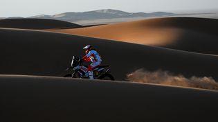 Le pilote portugais Paulo Gonçalves, le 12 hanvier 2020, lors dela septième étape du rallye Dakar, en Arabie saoudite. (FRANCK FIFE / AFP)