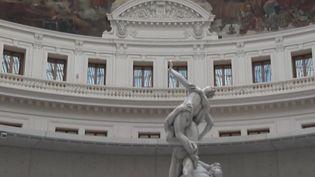 François Pinault ouvre un nouveau lieu consacré à l'art contemporain à Paris, dans l'ancienne bourse de commerce. Le milliardaire français possède plus de 10 000 œuvres. (CAPTURE ECRAN FRANCE 3)