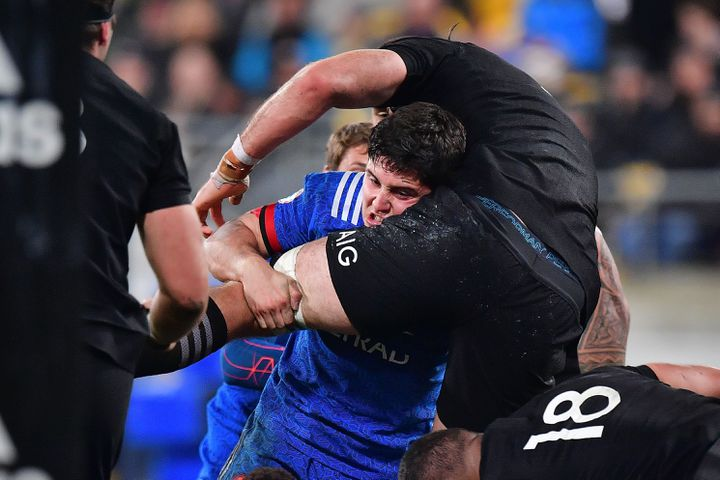Anthony Belleau au plaquage offensif face aux All Blacks (MARTY MELVILLE / AFP)
