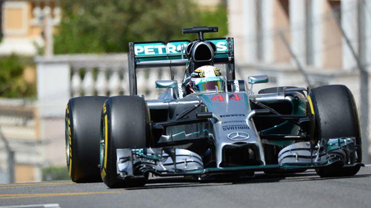 Lewis Hamilton (Mercedes) dans les rues de Monaco (BORIS HORVAT / AFP)