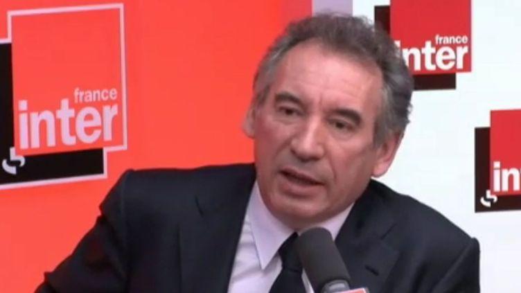Le candidat du Modem à la présidentielle aurait voulu que le gouvernement augmente l'impôt sur le revenu des plus riches. (France Inter)