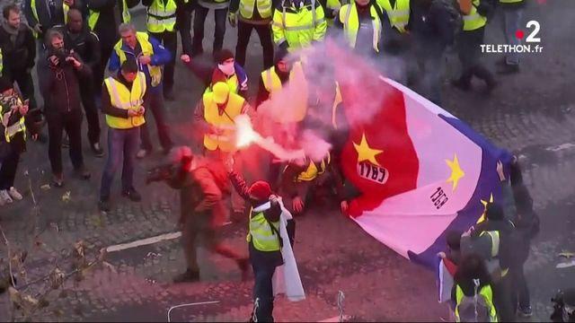 """""""Gilets jaunes"""" : des confrontations entre manifestants et forces de l'ordre"""