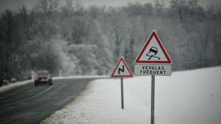 Un pic de froid s'abat sur la France, le 7 janvier 2016, causant des difficultés de circulation sur la moitié nord de la France en raison de la neige et du verglas. (MAXPPP)