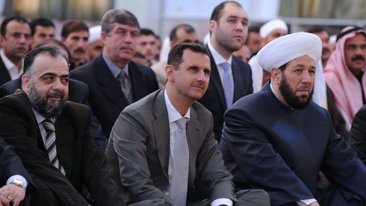 Alors que la contestation fait toujours rage, le président syrien est apparu à la télévision officielle pour participer aux prières de l'Aïd. (AFP PHOTO/HO-SANA)