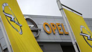 Logo d'Opel, àRuesselsheim, le 6 mars 2017. (Photo d'illustration) (DANIEL ROLAND / AFP)