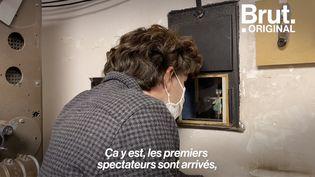 """VIDEO. """"Un plaisir inespéré, une renaissance"""" : À Contis, le cinéma du village rouvre ses portes (BRUT)"""