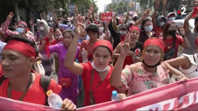 Birmanie : des milliers de manifestants contre le coup d'État militaire dans les rues de Rangoun