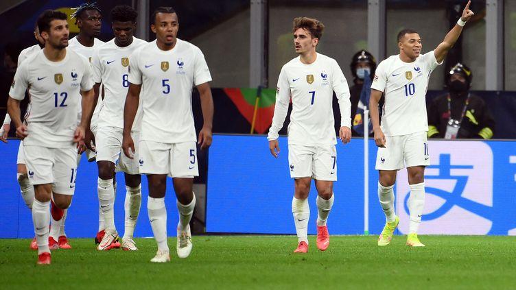 Kylian Mbappé célèbre son but victorieux en finale de la Ligue des nations, le 10 octobre 2021 à Milan contre l'Espagne. (FRANCK FIFE / AFP)