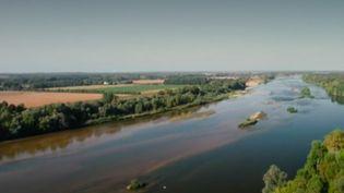 Depuis 20 ans, le Val de Loire est une région inscrite au patrimoine mondial de l'Unesco. Rencontre avec les professionnels de la Loire, le fleuve le plus long de France. (France 3)