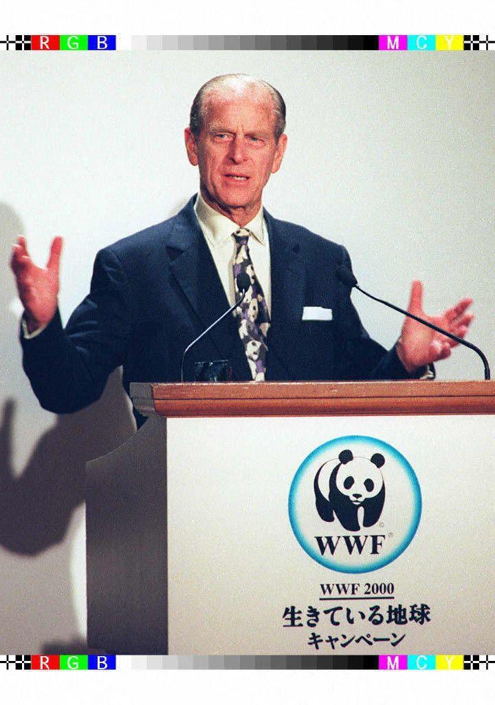 Le prince Philip, alors président du Fonds mondial pour la nature (WWF), tient un discours à l'occasion d'un dîner de charité organisé par WWF Japon, dans un hôtel de Tokyo, le 13 mars 1997. (KAZUHIRO NOGI / AFP)